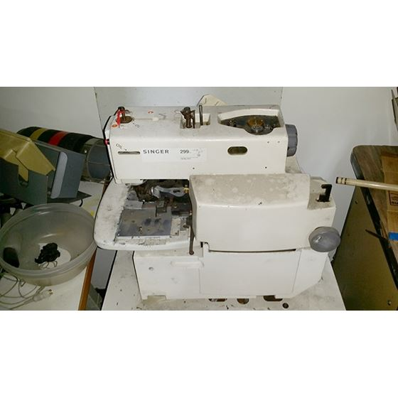 299 KEYHOLE SEWING MACHINE 2